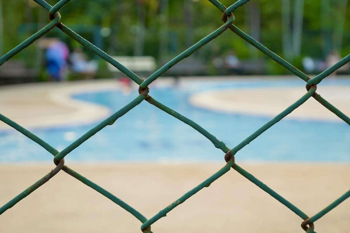 las vallas y las piscinas